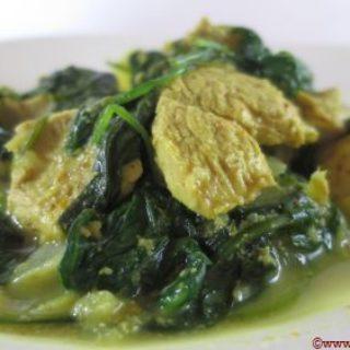 Poulet au curry et aux épinards