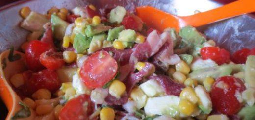 Salade composée à l'avocat et aux magrets