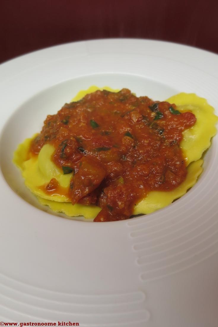 Raviolis frais à la sauce tomate