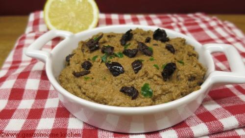 vegan - Houmous aux olives et aux tomates confites